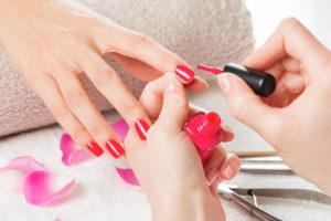 декоративное покрытие ногтей лаком
