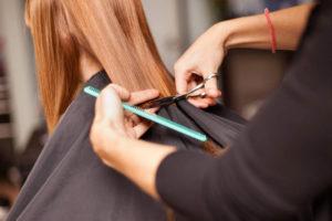 Стрижка в парикмахерской на Западном