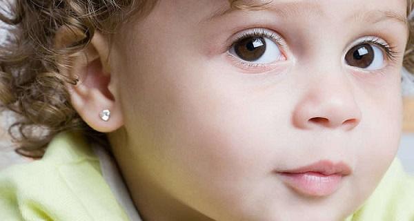 проколоть уши девочке в салоне красоты