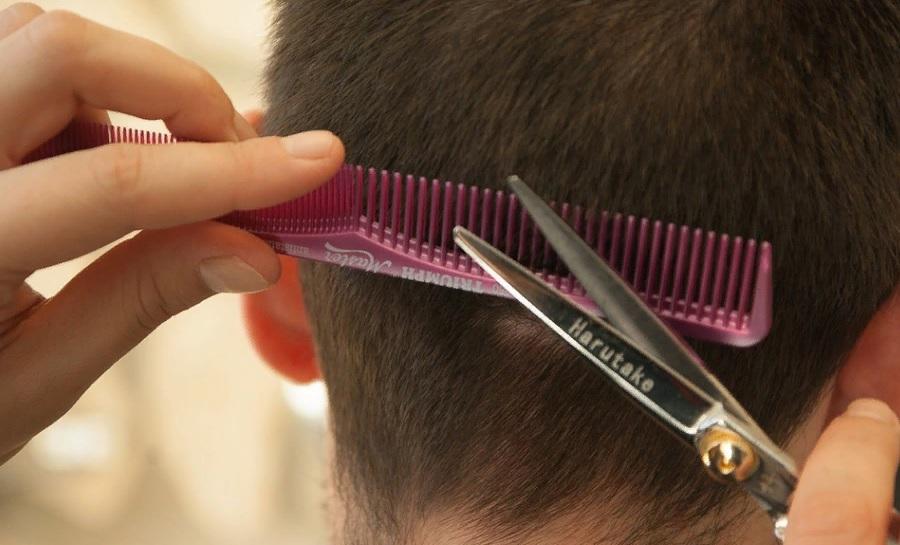 в какие дни лучше стричь волосы